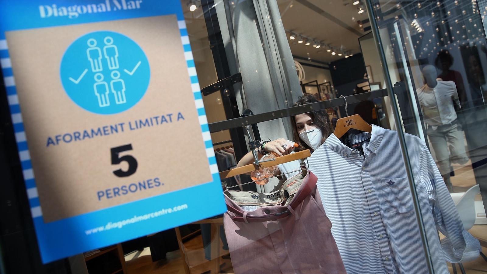 Cues, codis QR i espais de lleure infantil tancats: així serà la reobertura dels centres comercials