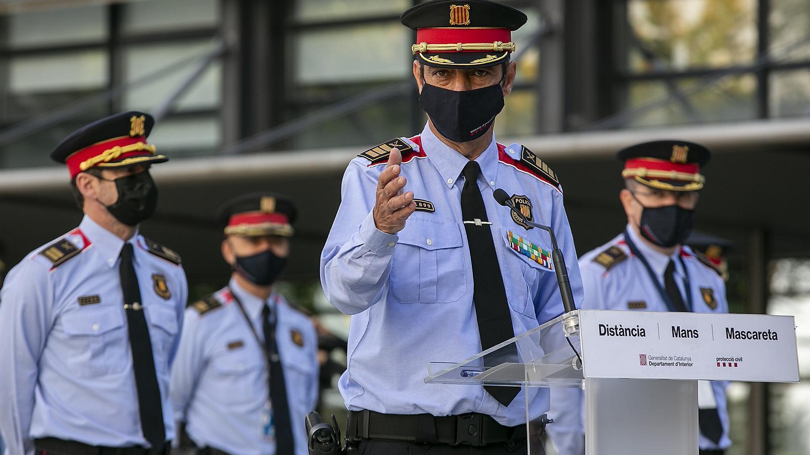 Ferran López, a l'esquerra, en la roda de premsa de Trapero fa dues setmanes per la seva restitució