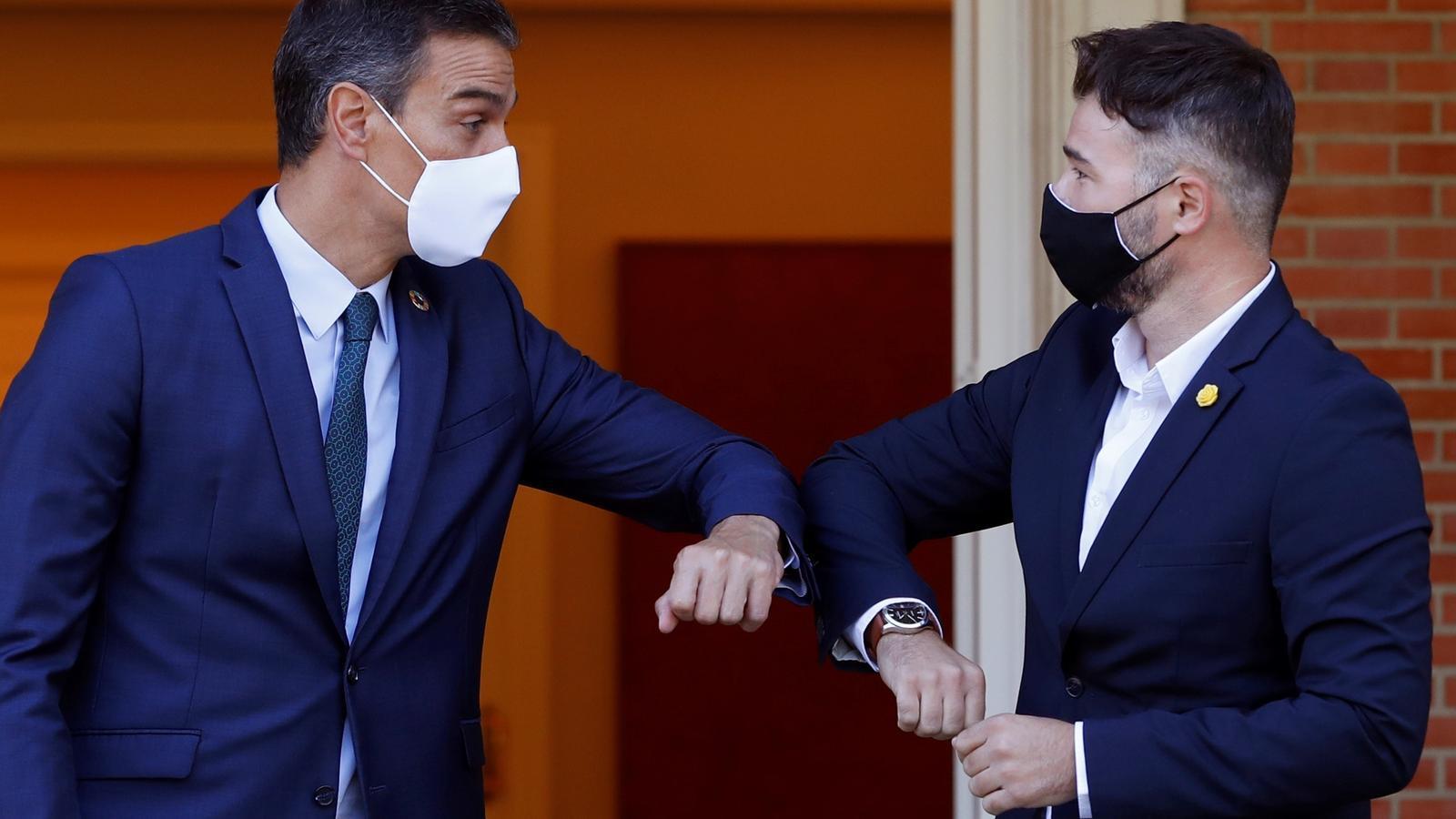 El president del govern espanyol, Pedro Sánchez, i el portaveu d'ERC al Congrés, Gabriel Rufián, durant la reunió a la Moncloa per parlar dels pressupostos del 2021.