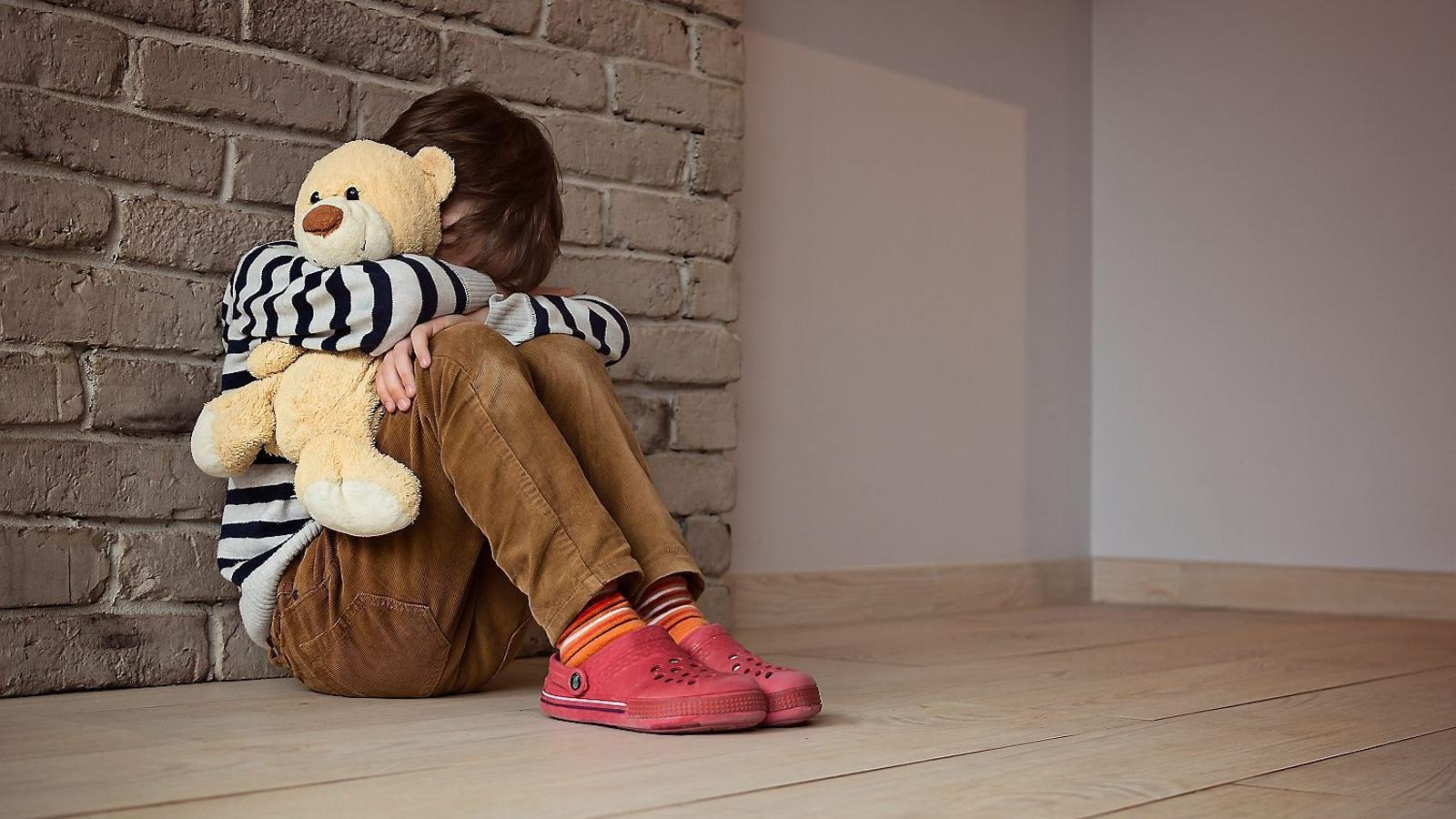 El 12,5% dels pares admeten haver pegat als fills durant el confinament
