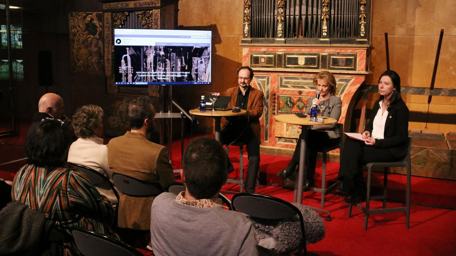 Jaume Ayats, Mariàngela Vilallonga i Àngels Blasco durant la presentació