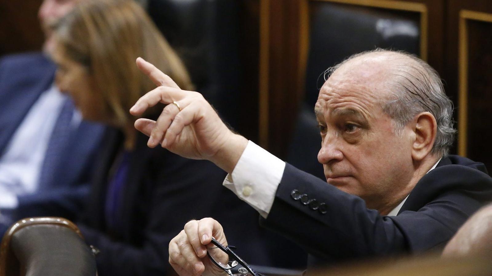 Fern ndez d az s 39 obre a acabar amb la pol tica de for Ministre interior
