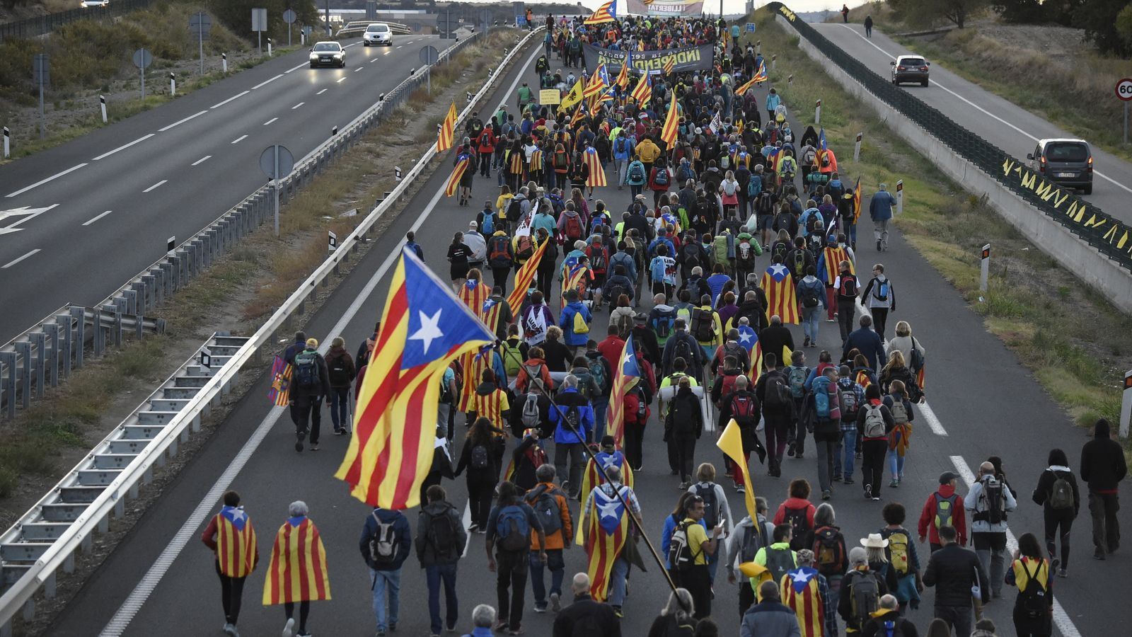Les Marxes per la Llibertat camí de Barcelona. La columna de Tàrrega entra a la A2.