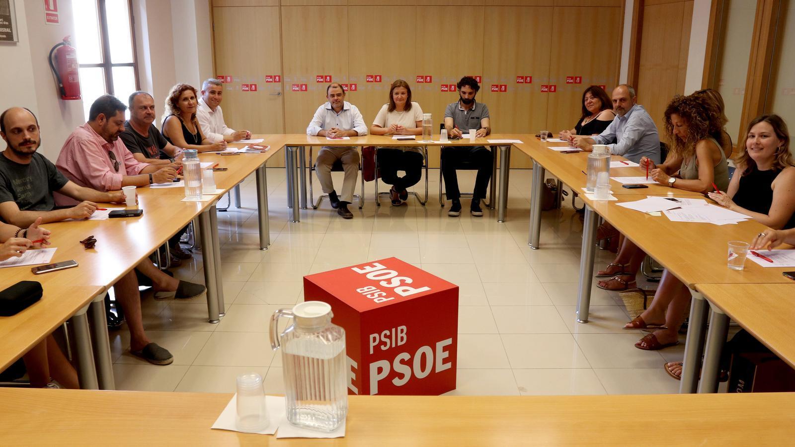 La Comissió Executiva a la seu del PSIB de Palma.