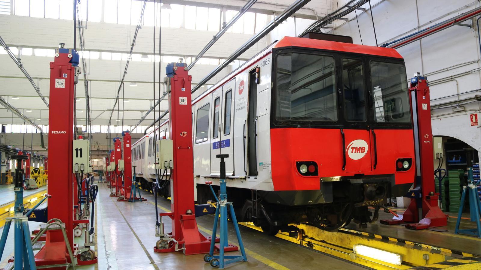 TMB mantindrà els combois amb amiant però dosificarà el seu servei
