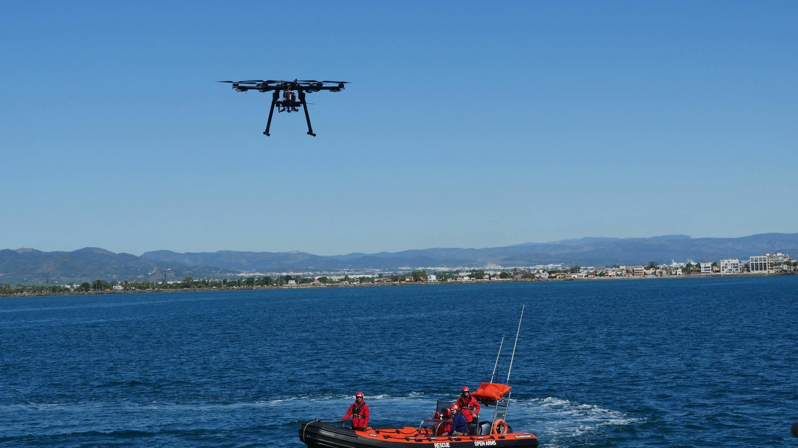 Estudiants de la UPC dissenyen un dron per ajudar l''Open Arms' a localitzar pasteres