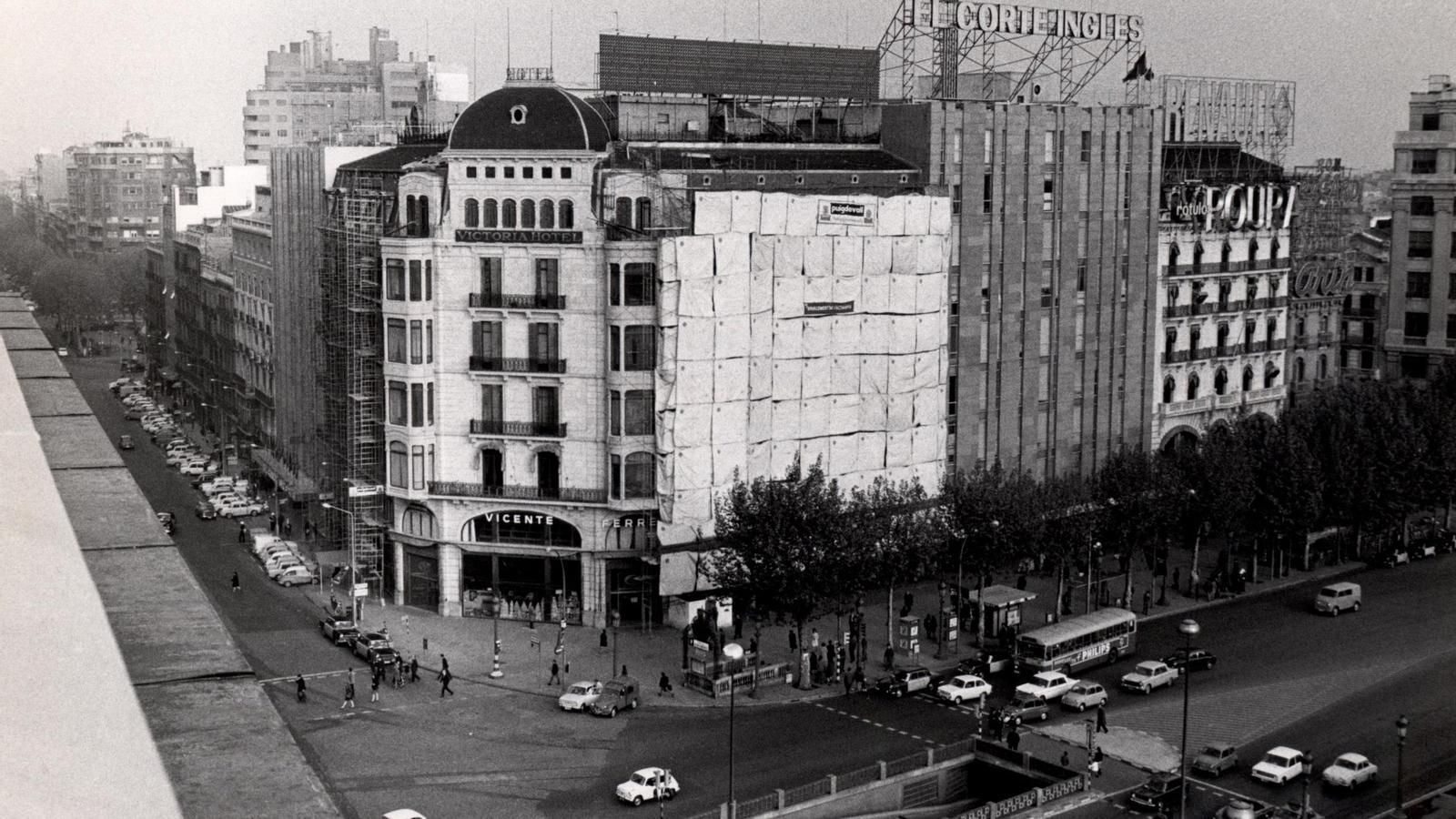 Mig segle de vida d 39 una icona de barcelona - El corte ingles plaza cataluna barcelona ...