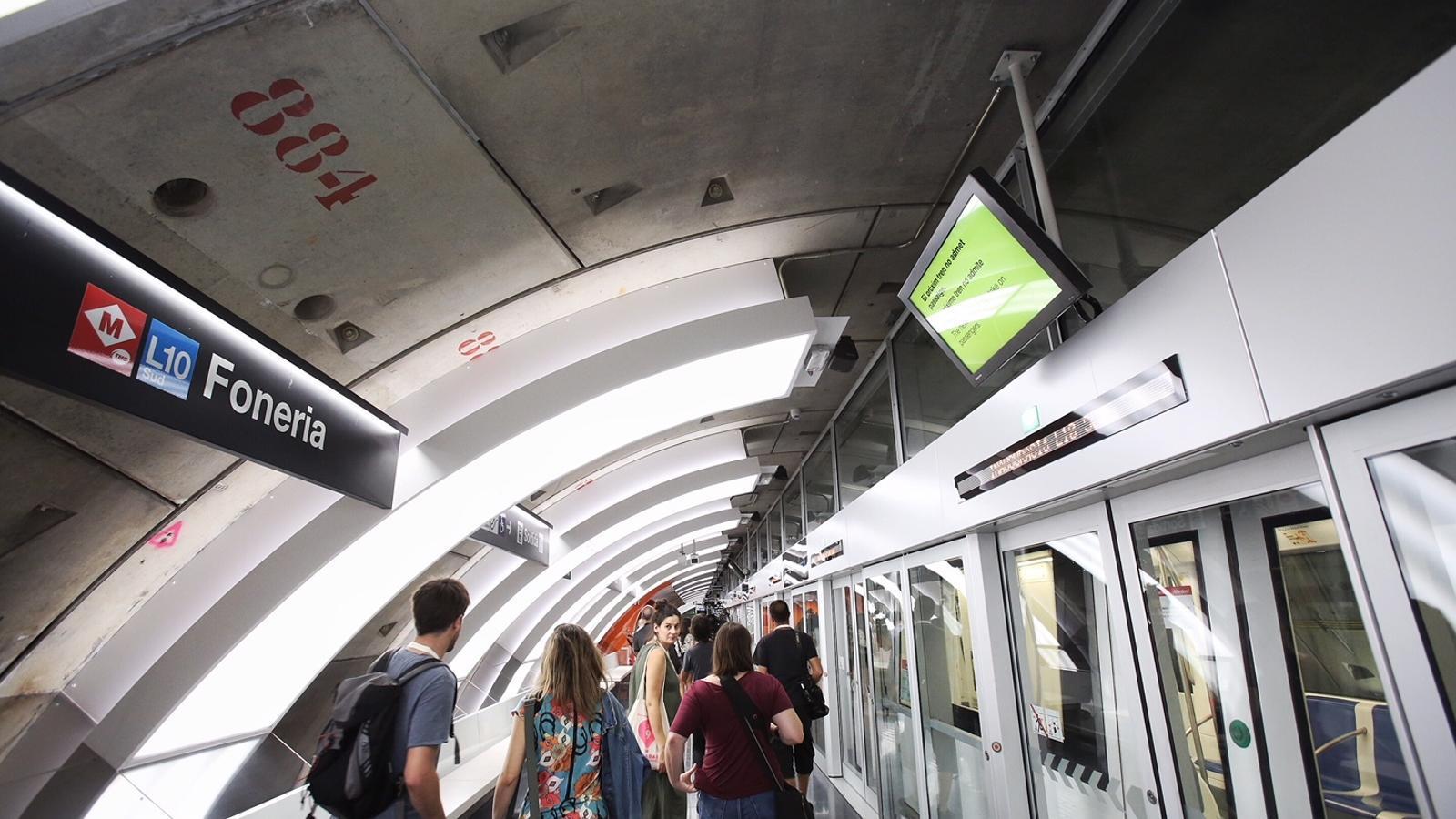 """""""Ja era hora"""": el metro arriba a la Marina"""