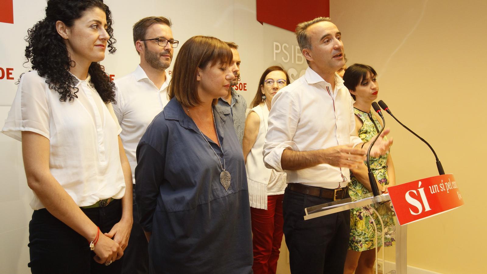 Pere Joan Pons fent el seu discurs després de saber-se els resultats.