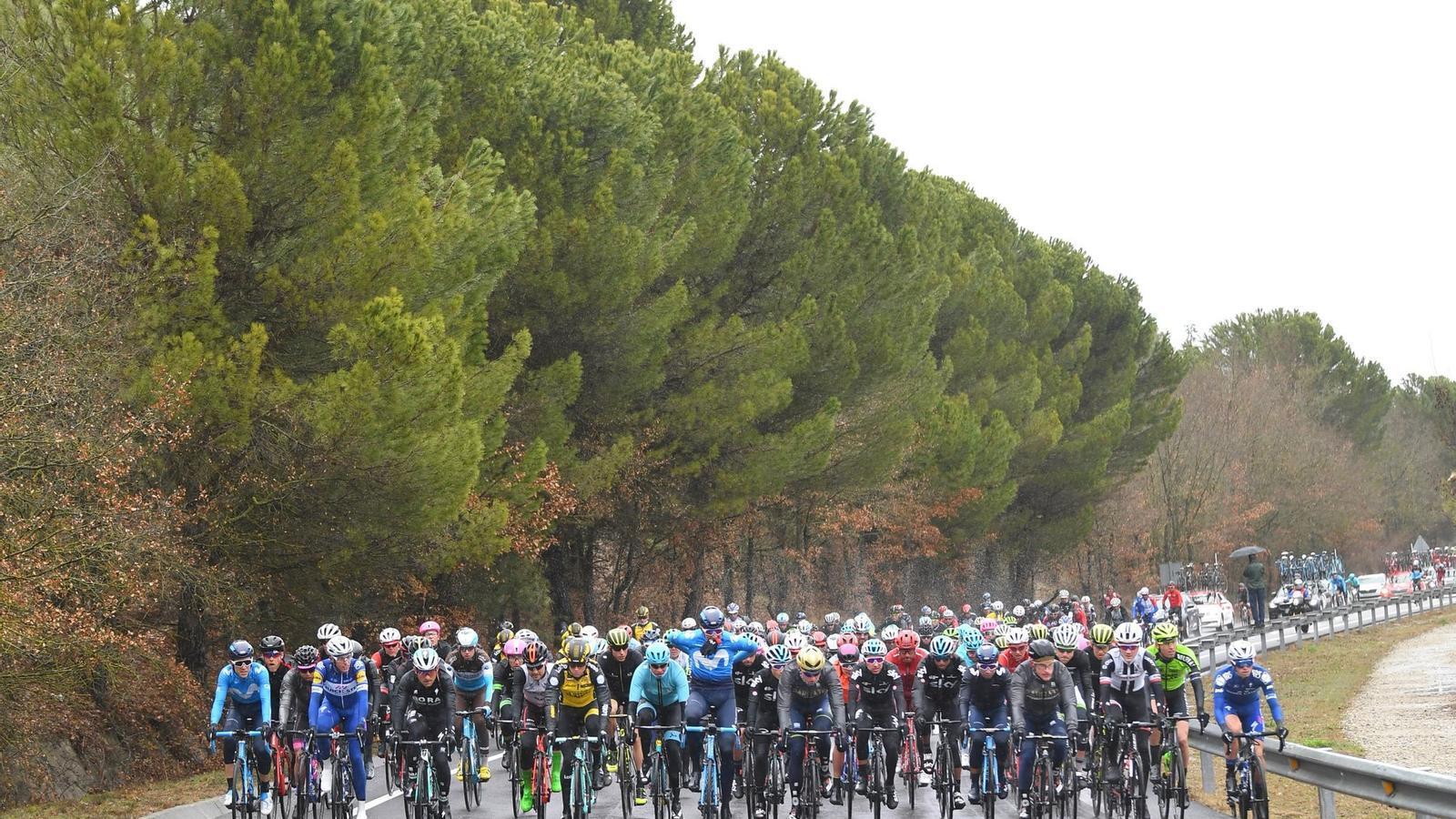 Maximilian Schachmann guanya una etapa de la Volta marcada pel mal temps
