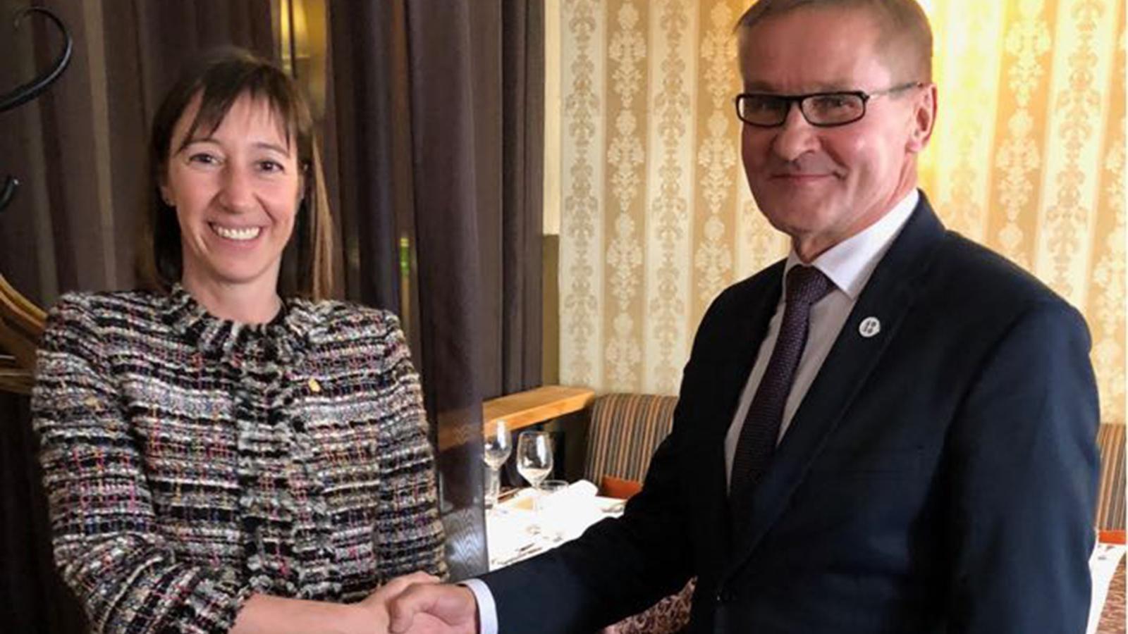 La ministra de Funció Pública i Reforma de l'Administració, Eva Descarrega, amb el seu homòleg d'Estònia, Jaak Aab. / SFG
