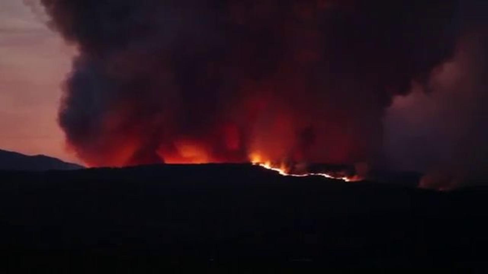 Un vídeo de l'extensió de l'incendi de la Jonquera, a l'Alt Empordà / @eli_blanch