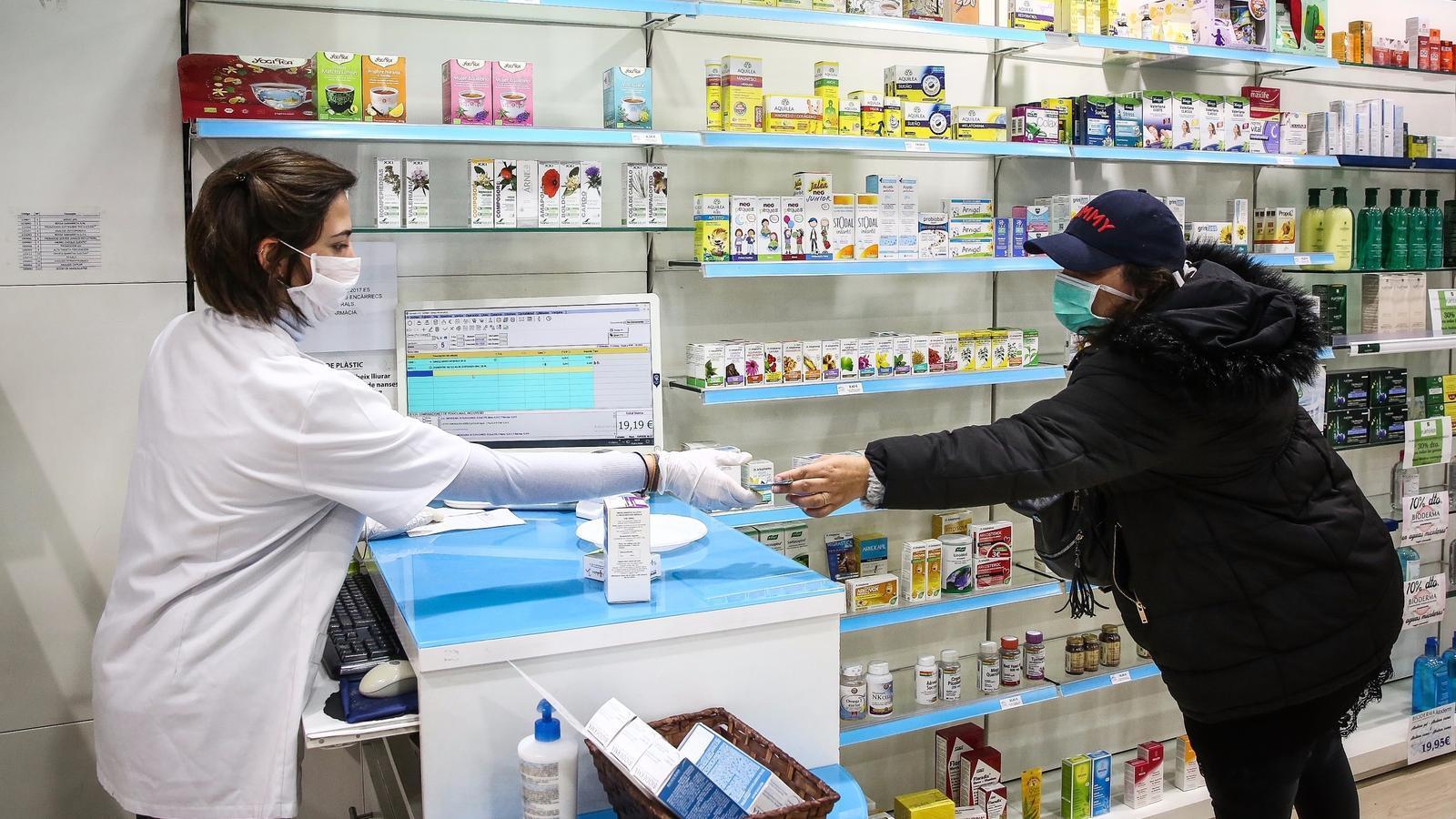 La Farmàcia Sílvia Fusté, al barri del Camp de l'Arpa