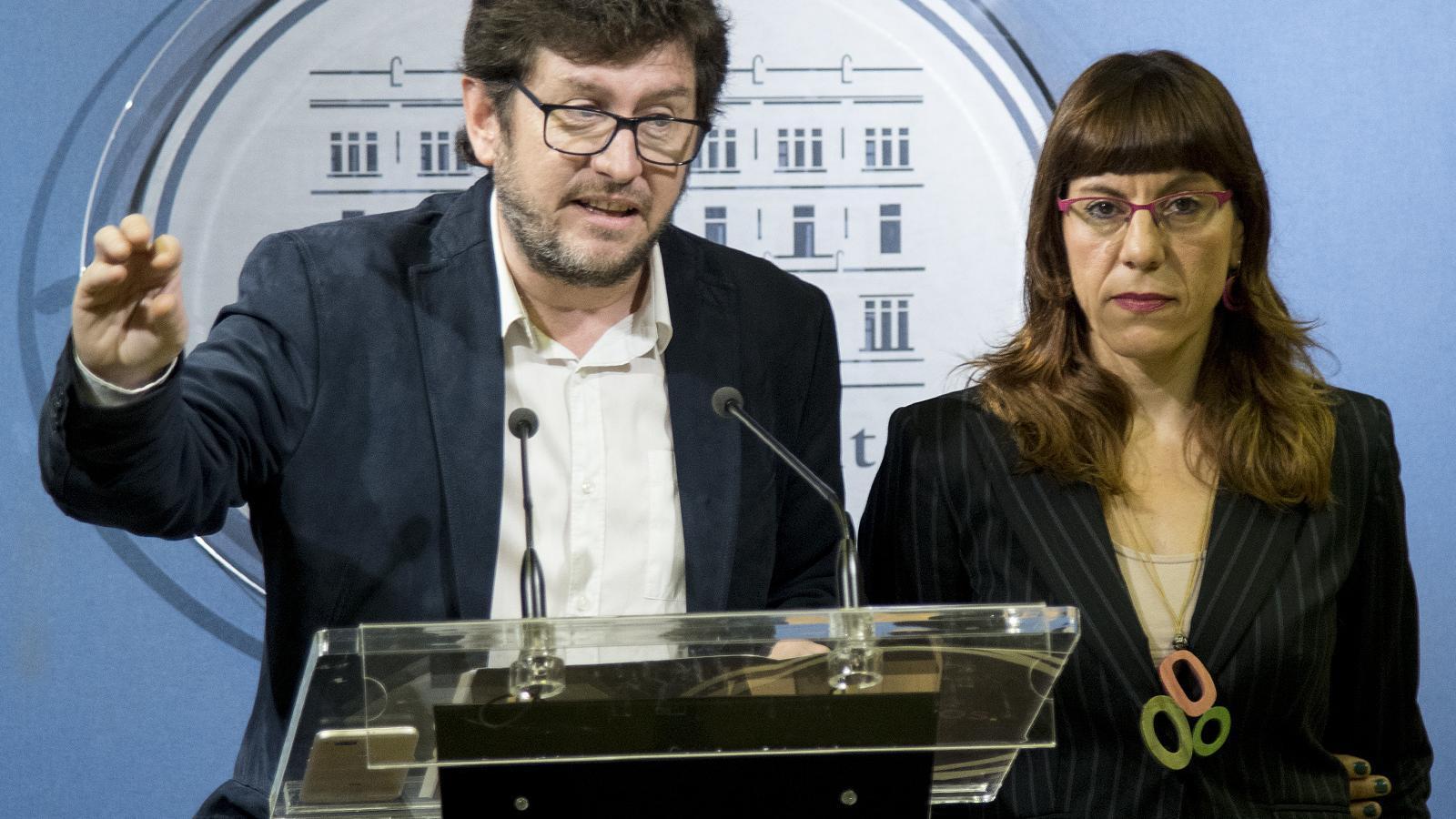 Alberto Jarabo i Laura Camargo durant la roda de premsa d'aquest dematí al Parlament.
