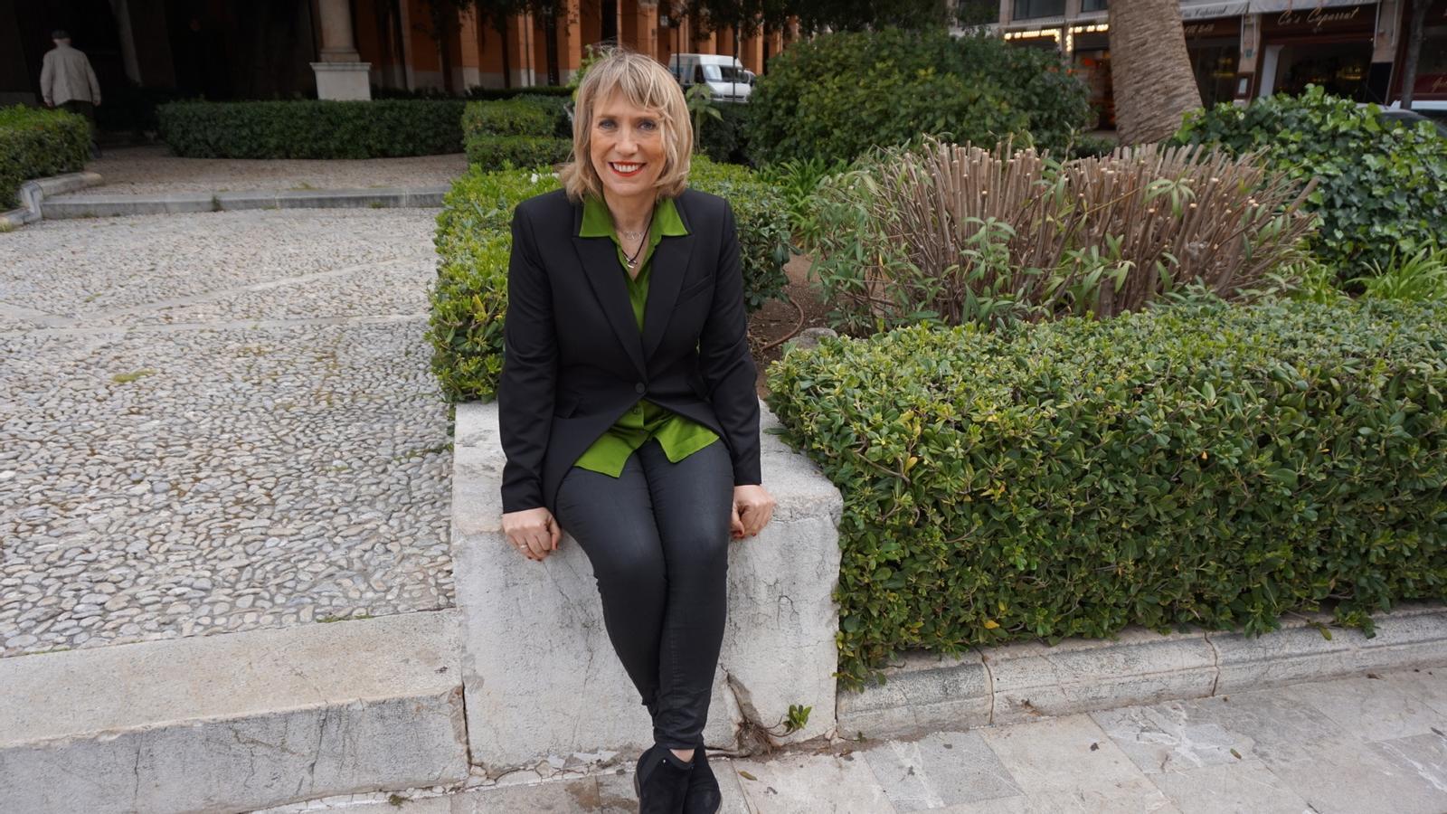 Lina Pons, durant la seva presentació d'aquest dimecres.