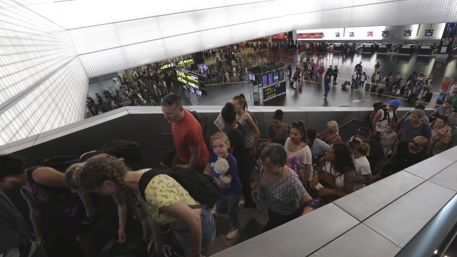 Maneres d'evitar les cues a l'aeroport del Prat