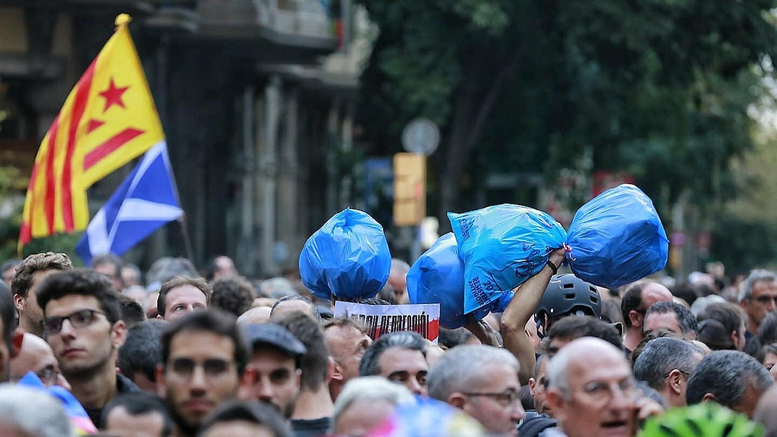 Sánchez manté el veto a Torra tot i la condemna a la violència