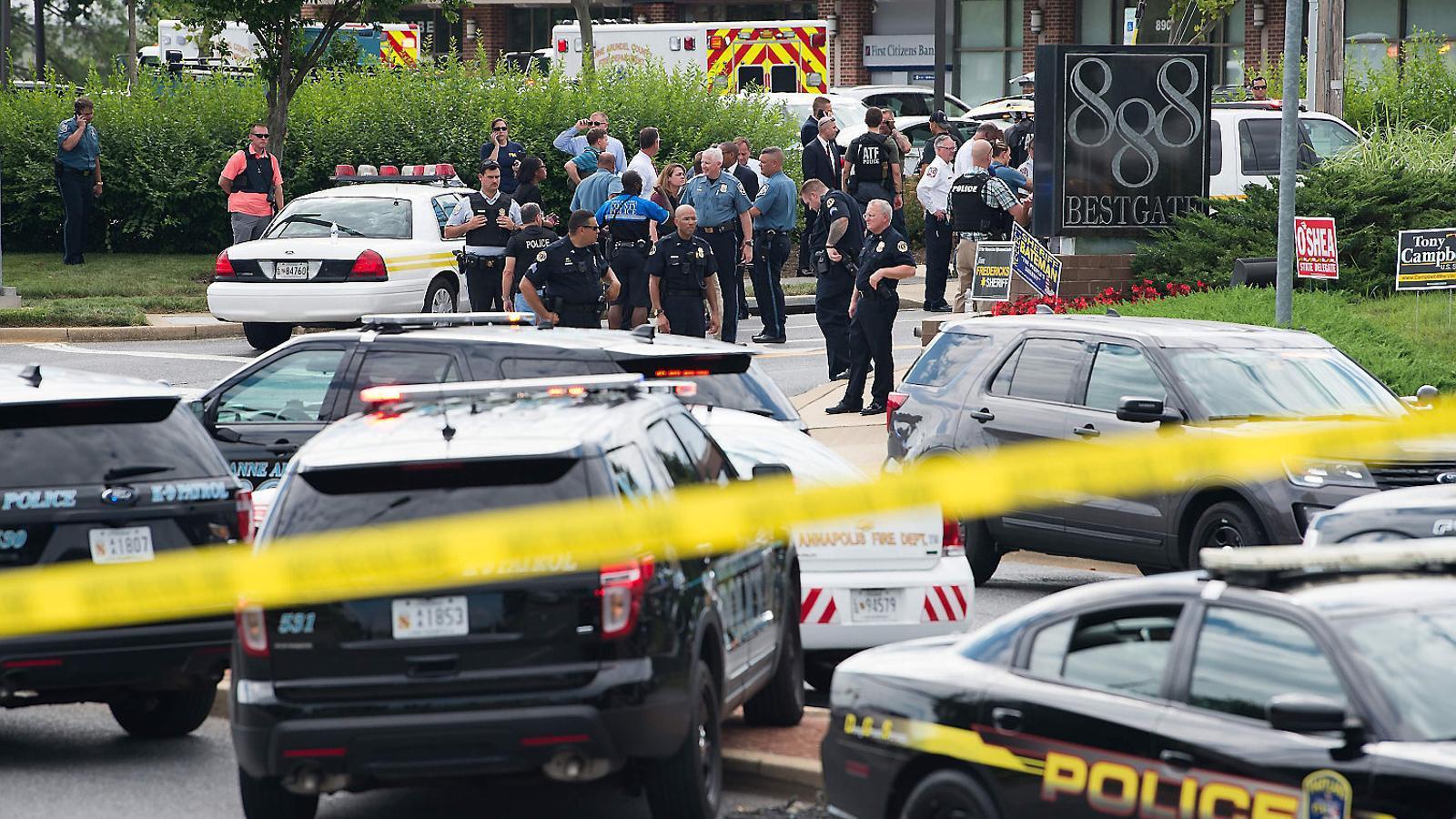 Cinc morts en un tiroteig contra treballadors d'un diari als EUA