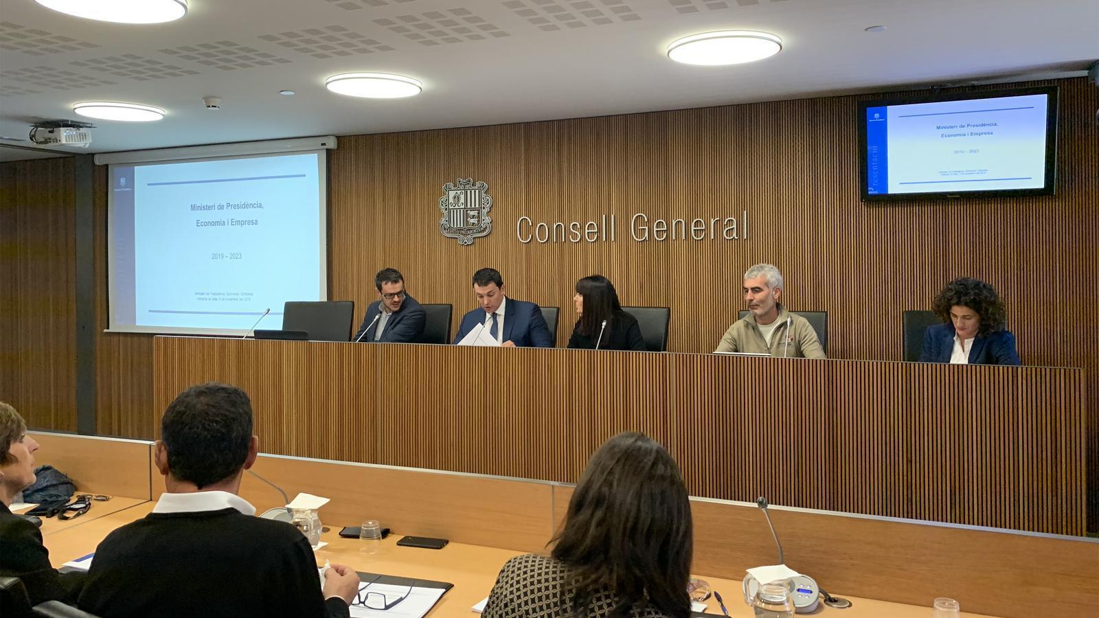 El ministre de Presidència, Economia i Empresa, Jordi Gallardo, a punt de començar la comissió d'Economia del Consell General. / C. A. (ANA)