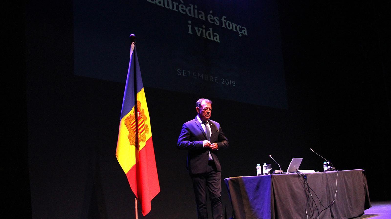 El cònsol major de Sant Julià de Lòria, Josep Miquel Vila, moment abans de l'inici de la reunió de poble. / M. F. (ANA)