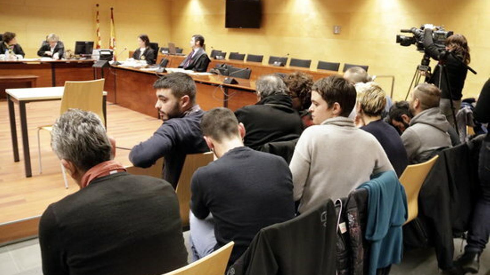 Els acusats per les protestes a la UdG el 2011 asseguts al banc dels acusats