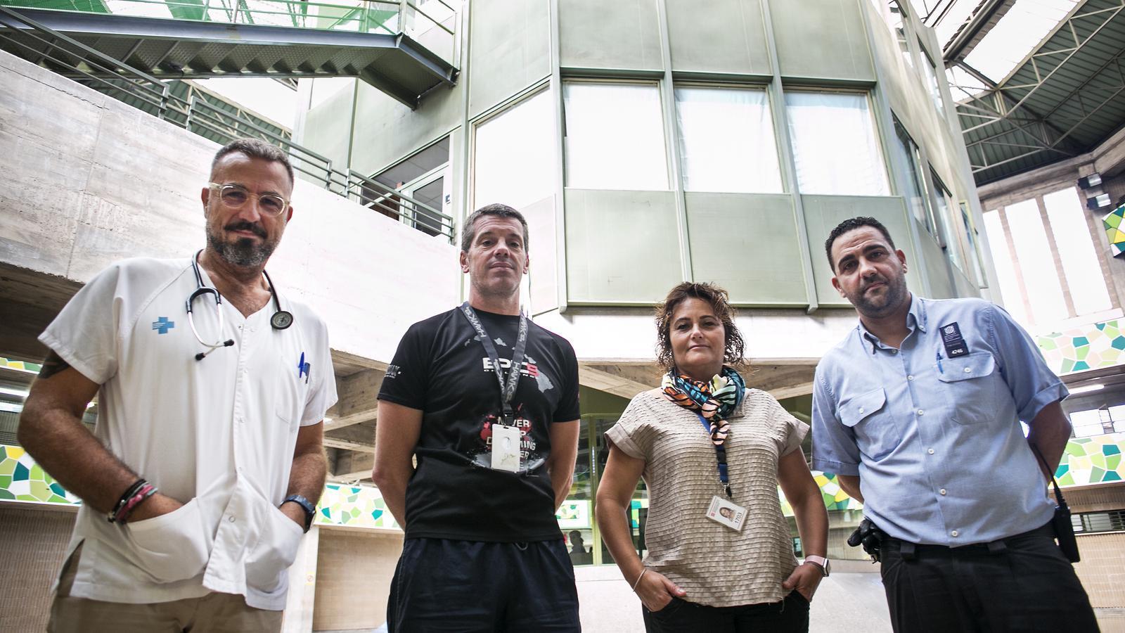 Joan Pau Golf (metge de la presó de Quatre Camins), Oriol Serra (tècnic d'esports), Cèlia Ávila (educadora social) i Luis Pérez (cap d'unitat del mòdul 2).