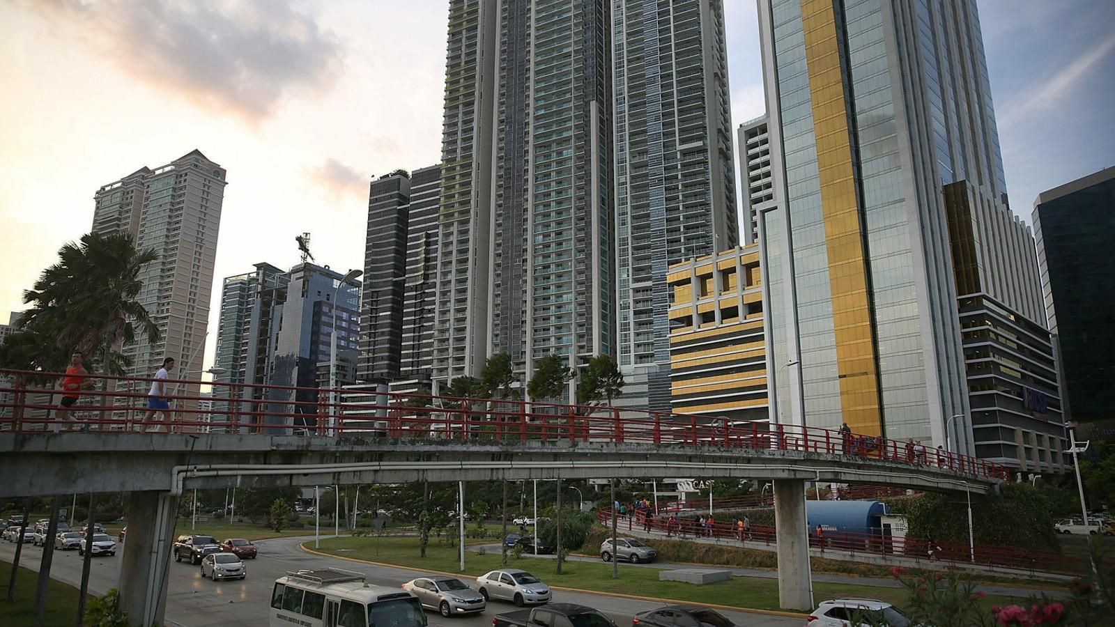 La UE torna a incloure Panamà a la llista de paradisos fiscals