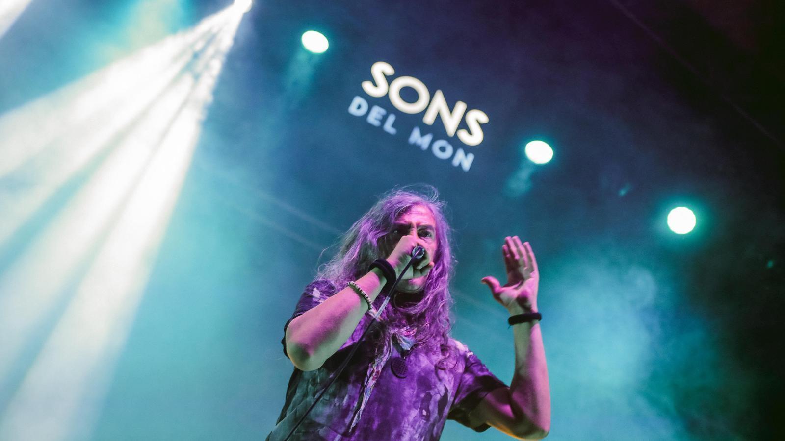 Gerard Quintana, el cantant de Sopa de Cabra, aquest divendres durant el concert al festival Son del Món