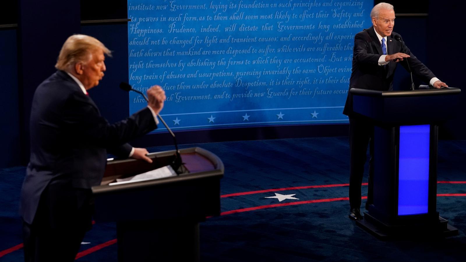 Trump i Biden en l'últim debat presidencial de la campanya a les eleccions del 3 de novembre.