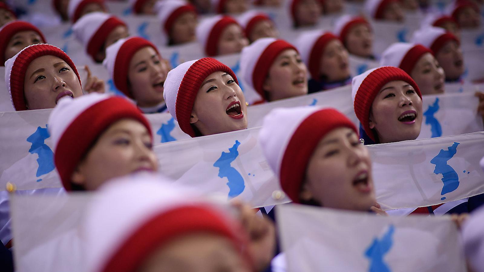Les animadores enviades per Corea del Nord han encisat els sud-coreans amb les seves estudiades coreografies.