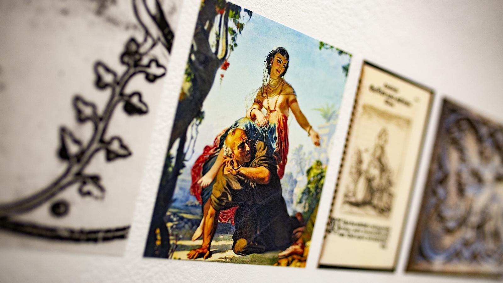 Una de les dones que munta un home a lexposició d'Irene Solà a la galeria Àngels Barcelona 'Hi ha una història d'una dona que'