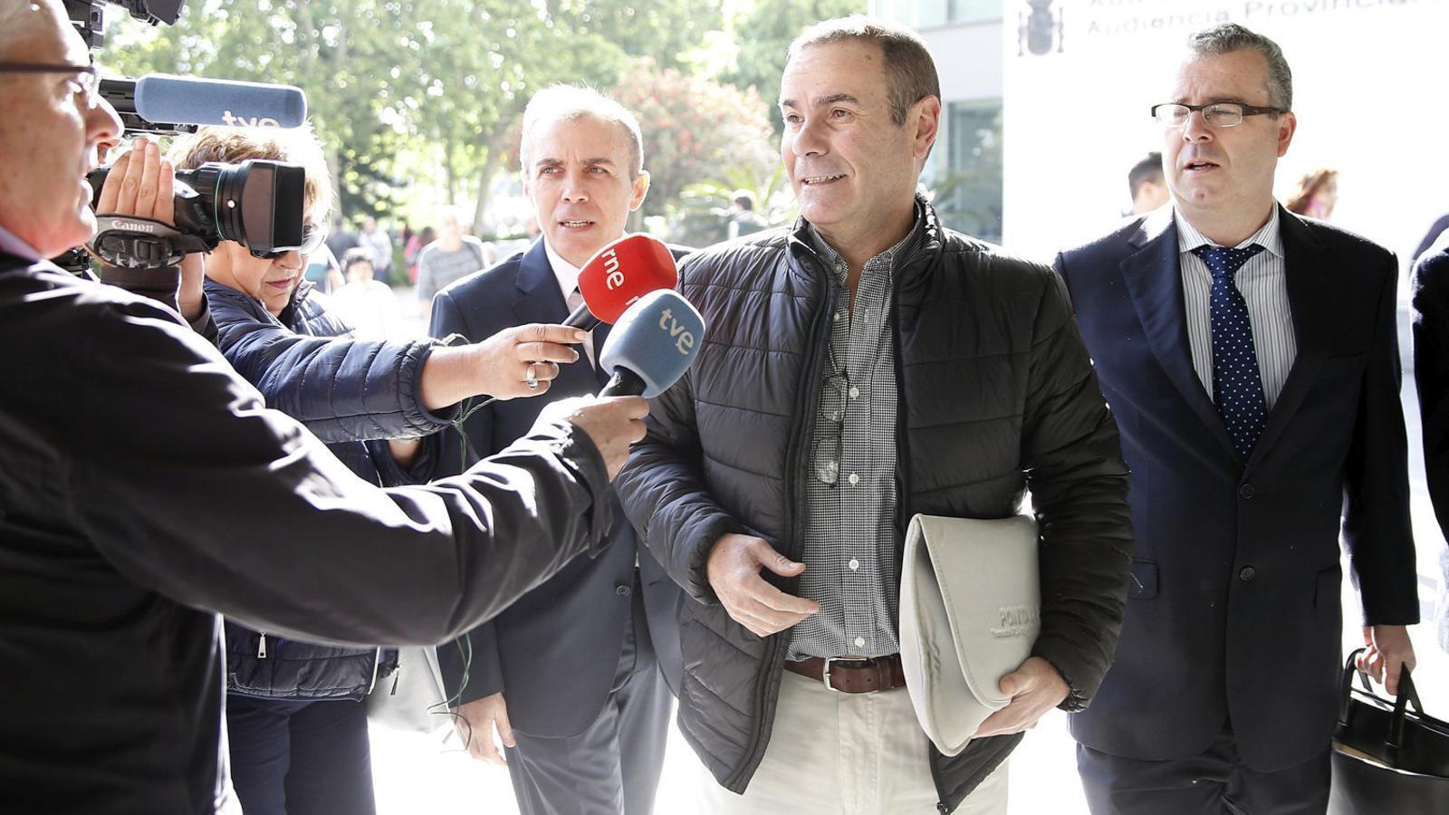 Esteban Cuesta, exgerent d'Emarsa,  arribant al jutjat