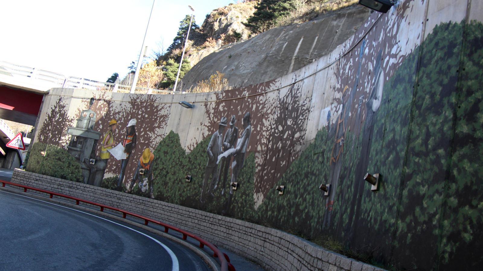 El mural interurbà de Samantha Bosque situat a la part inferior de la rotonda de les Dos Valires. / M. M. (ANA)