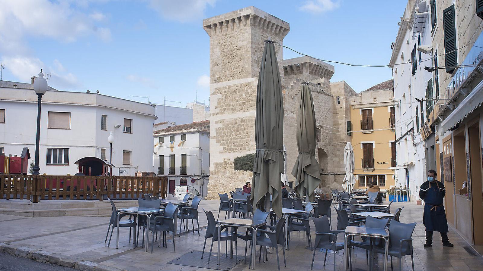 Les empreses menorquines avisen de les dificultats per a mantenir l'activitat.