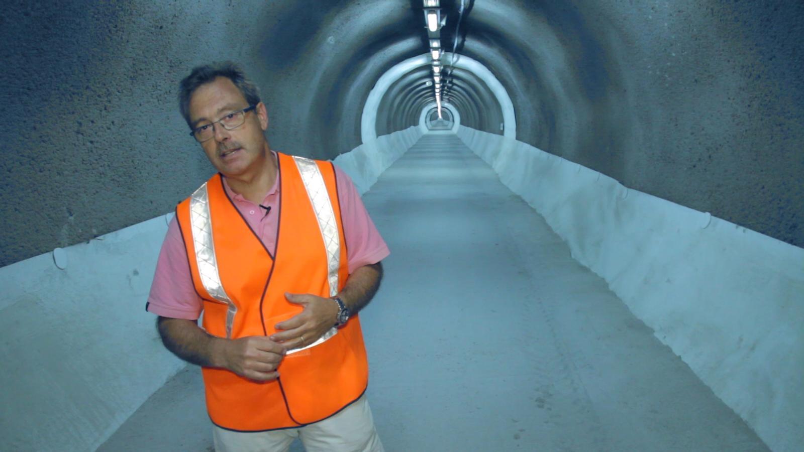 Són segurs els túnels catalans? El nostre enginyer et porta allà on no voldries anar mai: posem a prova les galeries d'evacuació