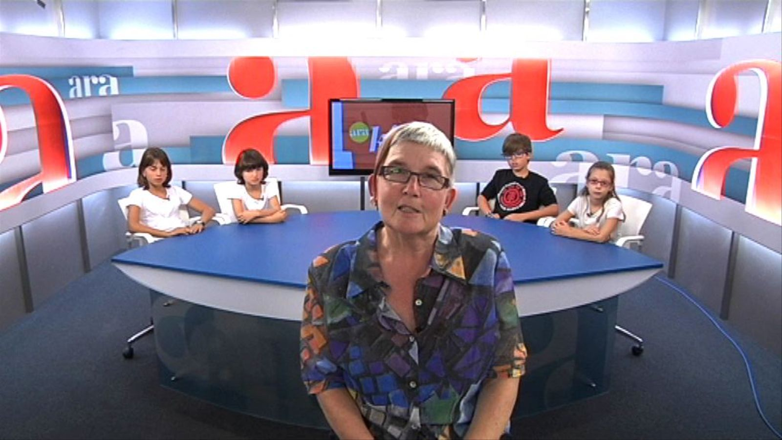 Ara Kids: L'escriptora Lola Casas al plató de l'ARA