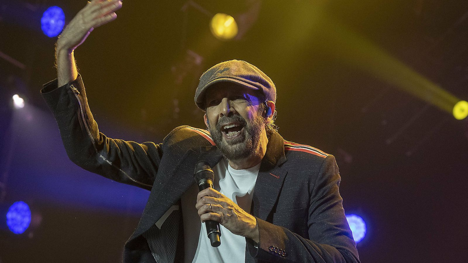 Juan Luis Guerra durant el concert d'ahir al Palau Sant Jordi.