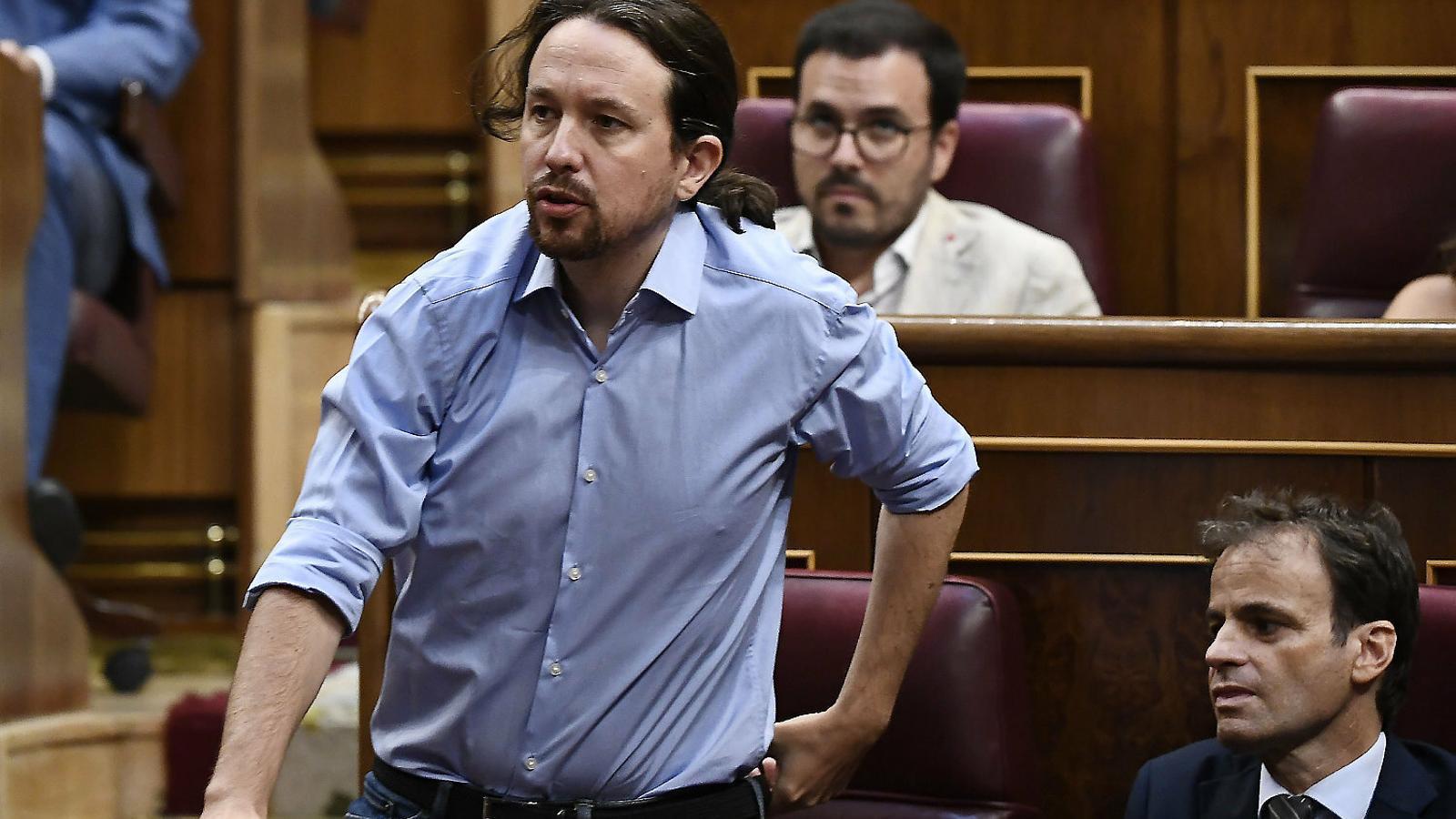 El líder de Podem, Pablo Iglesias, ahir anunciant l'abstenció a la investidura de Pedro Sánchez.