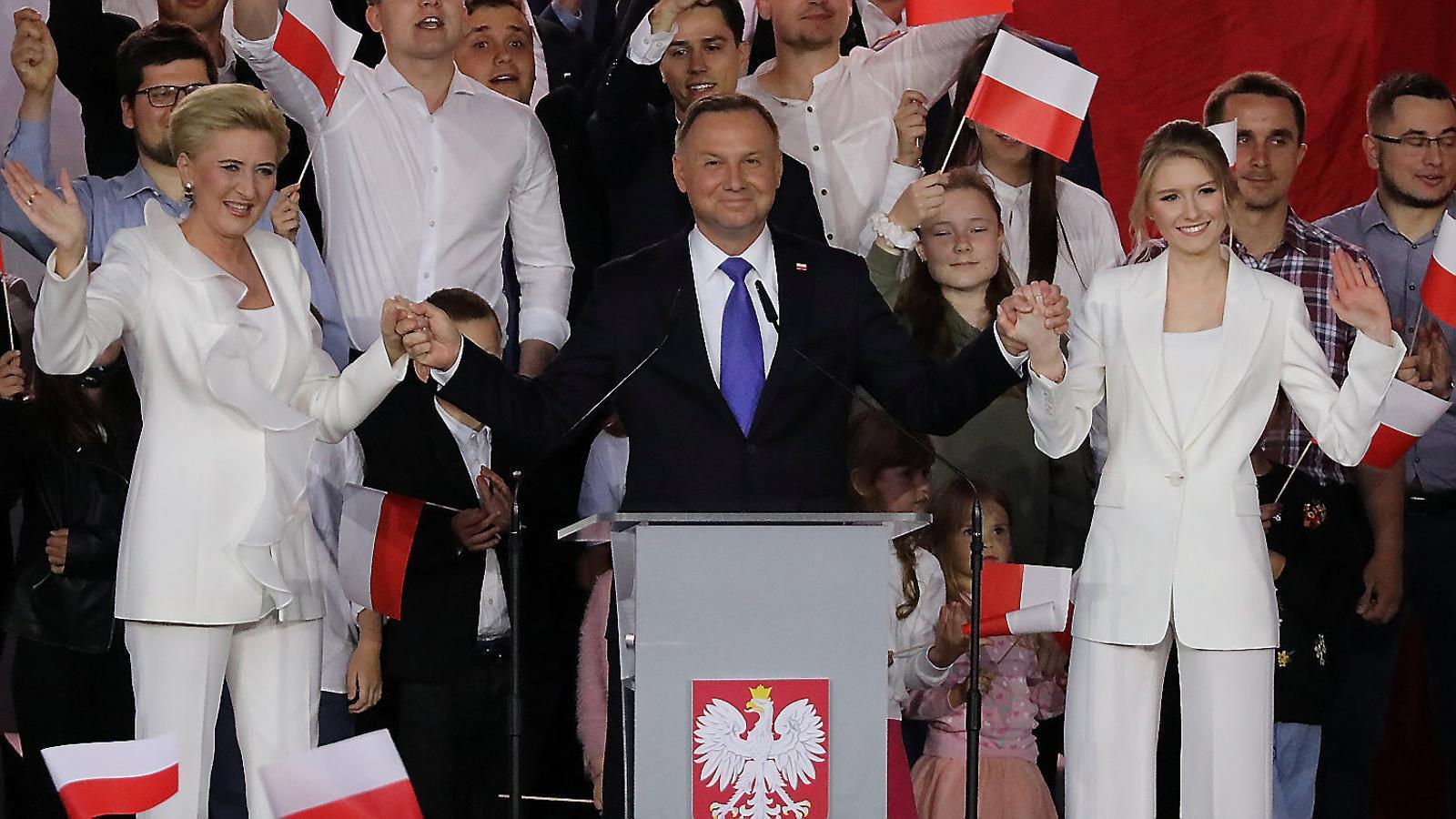 Polònia, pendent d'un grapat de vots