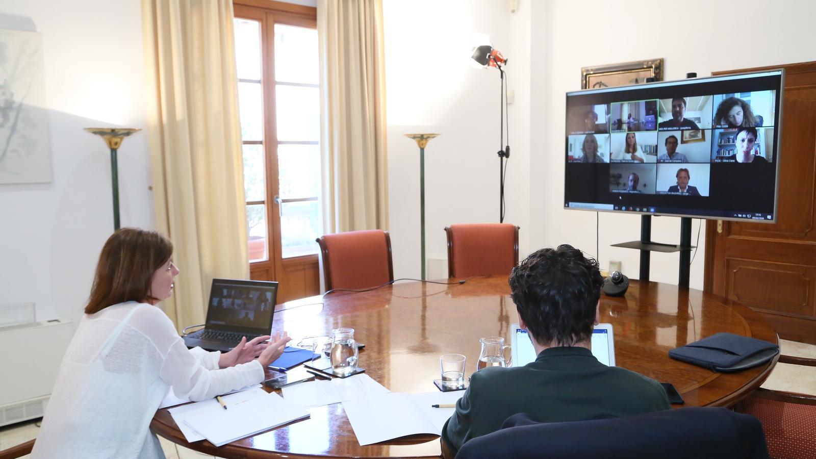 Imatge de la reunió d'aquest dijous entre la presidenta del Govern i els partits parlamentaris