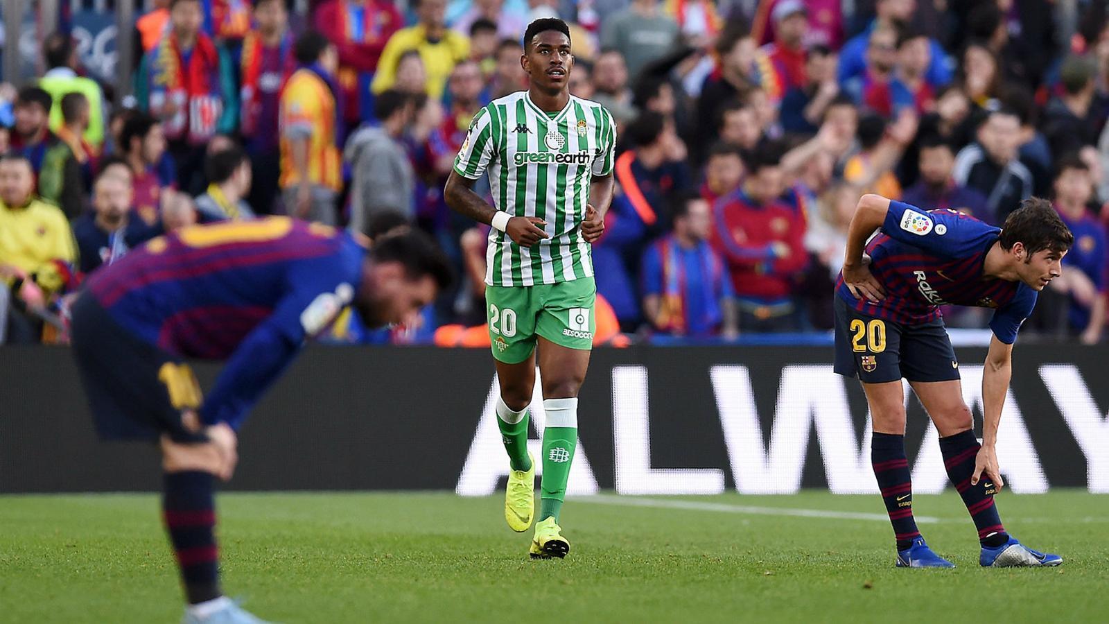 Júnior Firpo, lateral del Betis, prioritat del Barça per reforçar el carril esquerre.