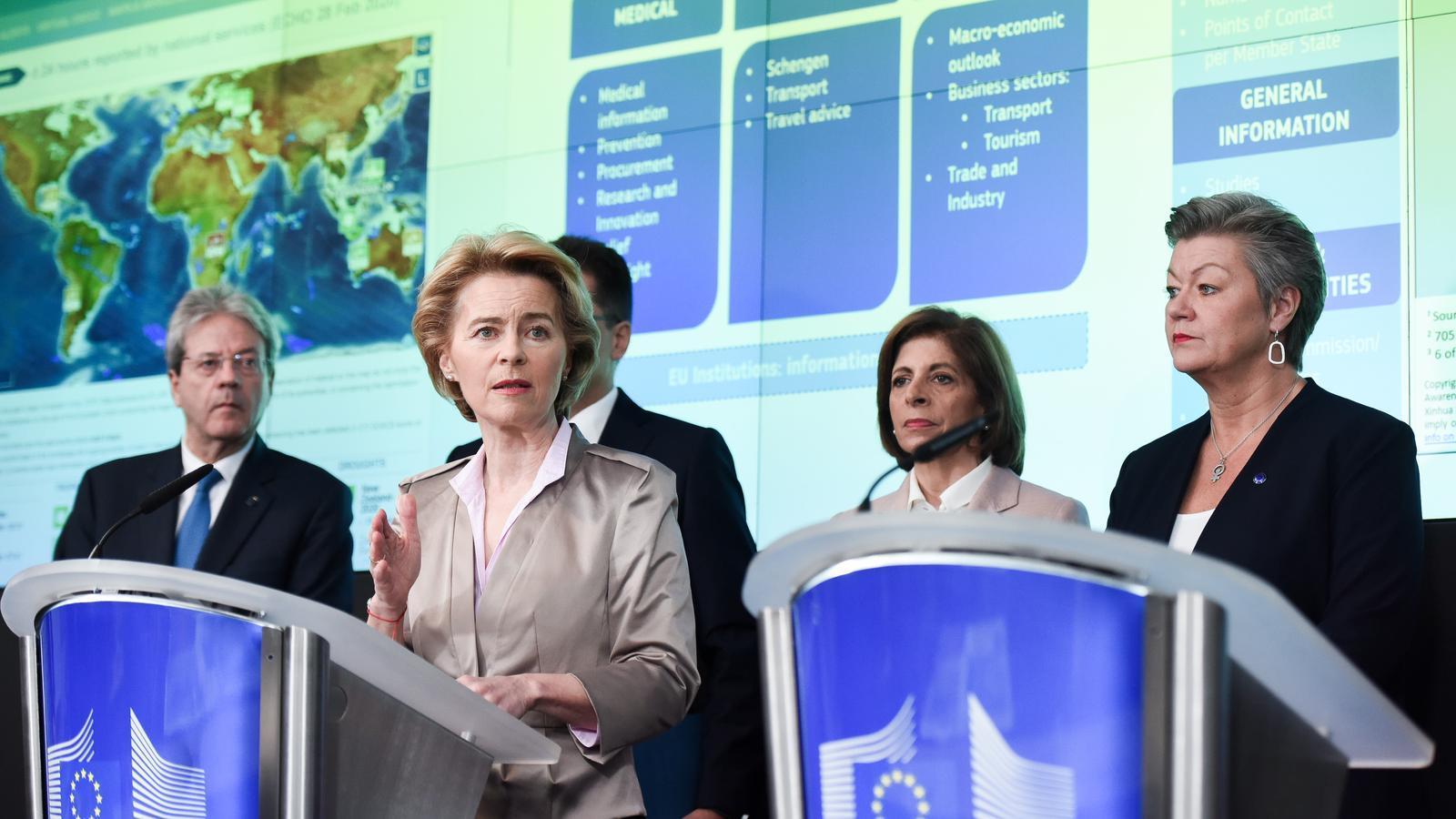 La presidenta de la Comissió, Ursula Von der Leyen, amb els comissaris que coordinen el comitè de crisi pel coronavirus.