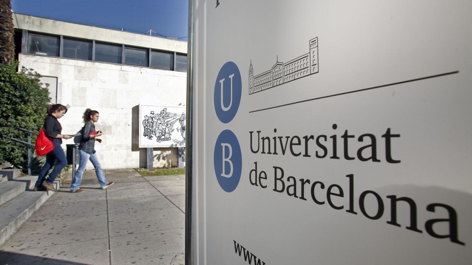 Dues estudiants de la UB