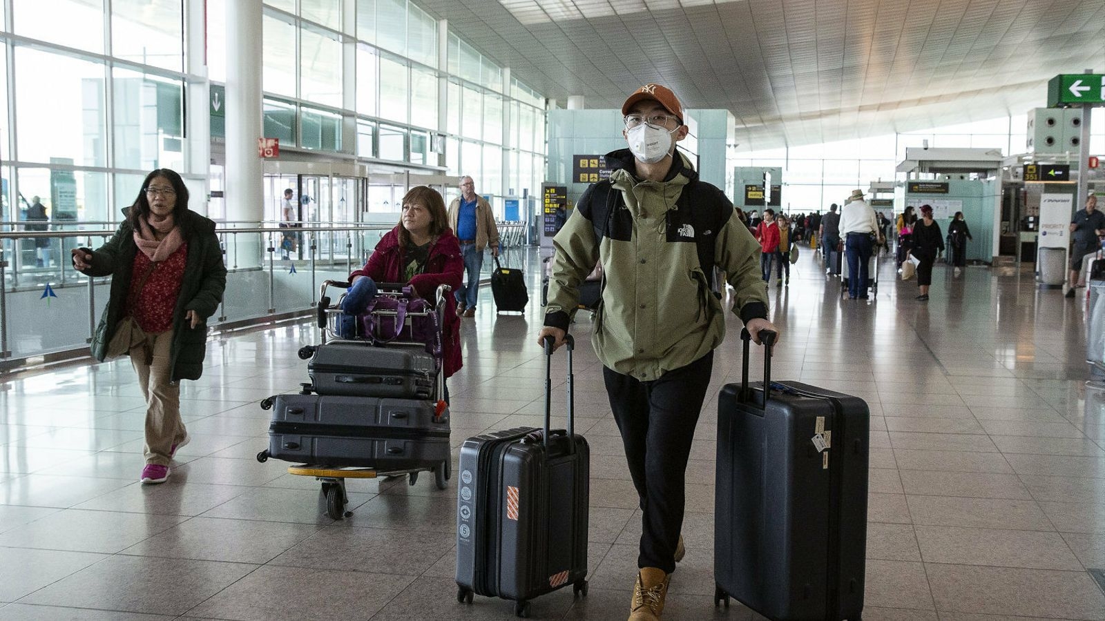 Els vols cancel·lats per la crisi del covid-19 amenacen amb tornar a saturar els jutjats