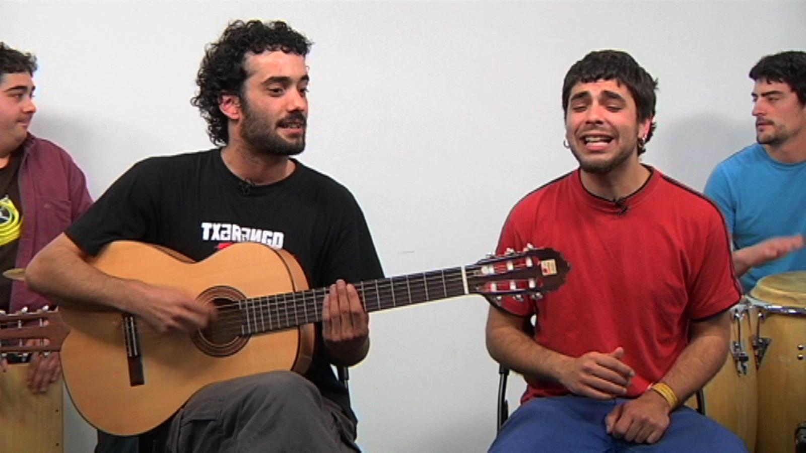 Escolta 'Amagada primavera', la cançó de Sant Jordi de Txarango