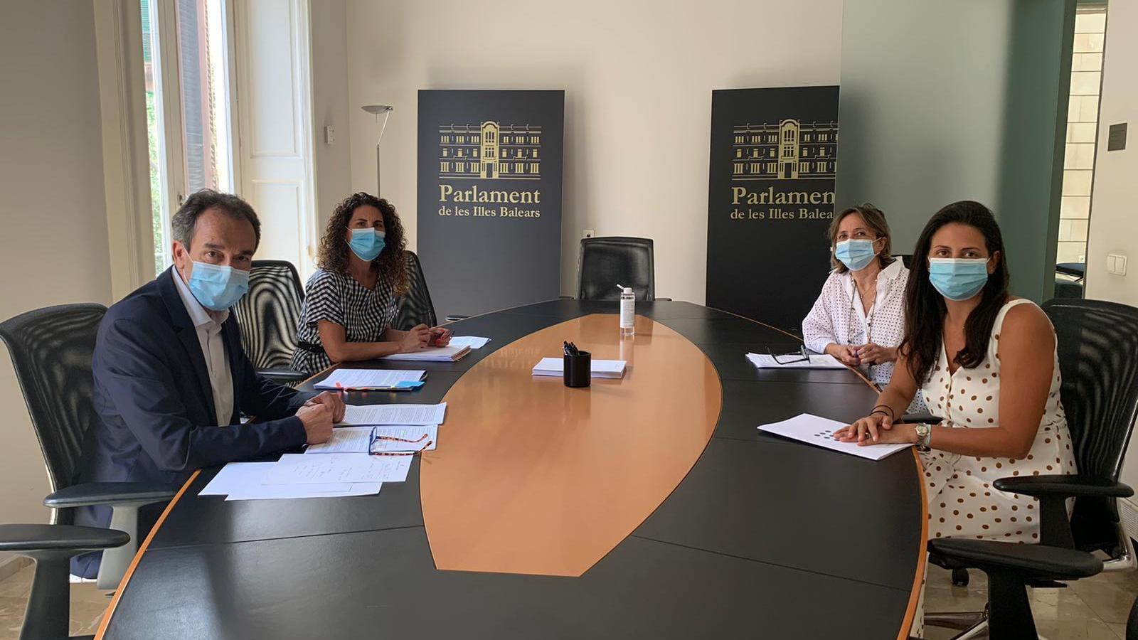Representants d'un plataforma de psicòlegs clínics reunits amb Ciutadans