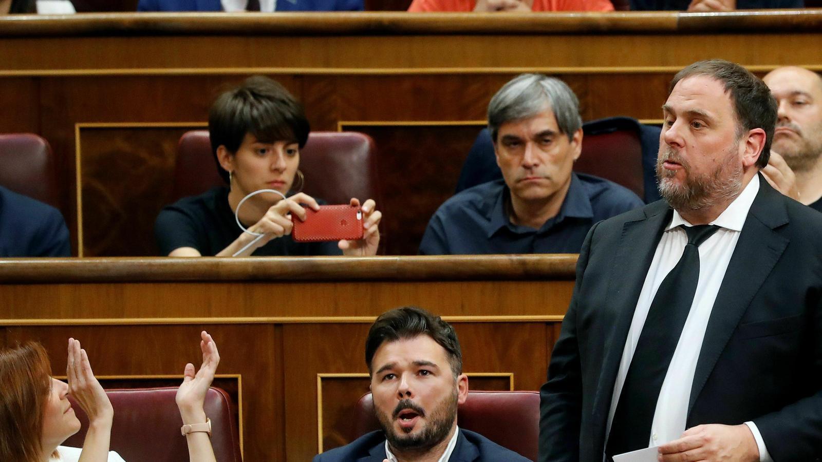 """""""Com a pres polític i per imperatiu legal"""": així han acatat la Constitució Junqueras, Rull, Turull, Sànchez i Romeva"""