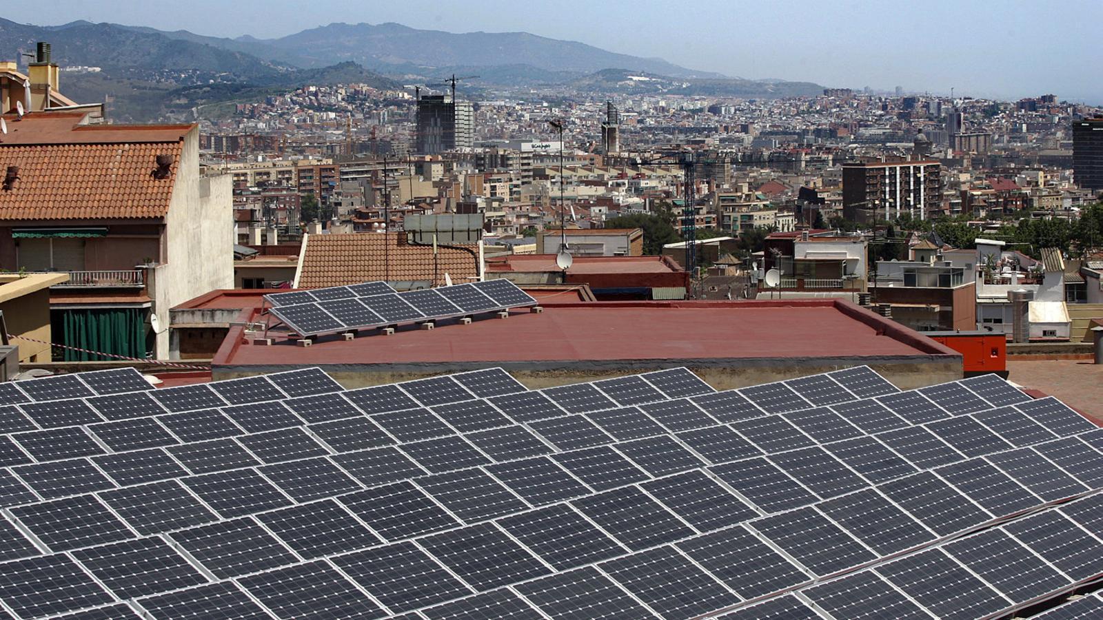 Fomentar l'ús de l'energia solar és una de les polítiques públiques que alguns ajuntaments estan posant en marxa.