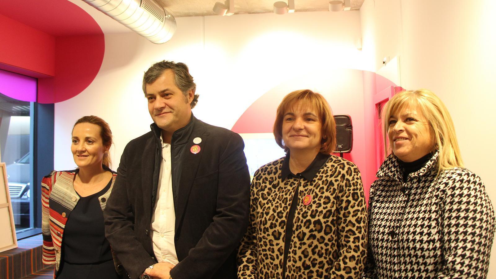 La ministra de Cultura, Olga Gelabert; el director artístic del Museu Carmen Thyssen Andorra, Guillermo Cervera; la cònsol major d'Escaldes-Engordany, Trini Marín, i la directora del departament de Promoció Cultural i Política Lingüística, Montserrat Planelles. / ANA (M.F.)