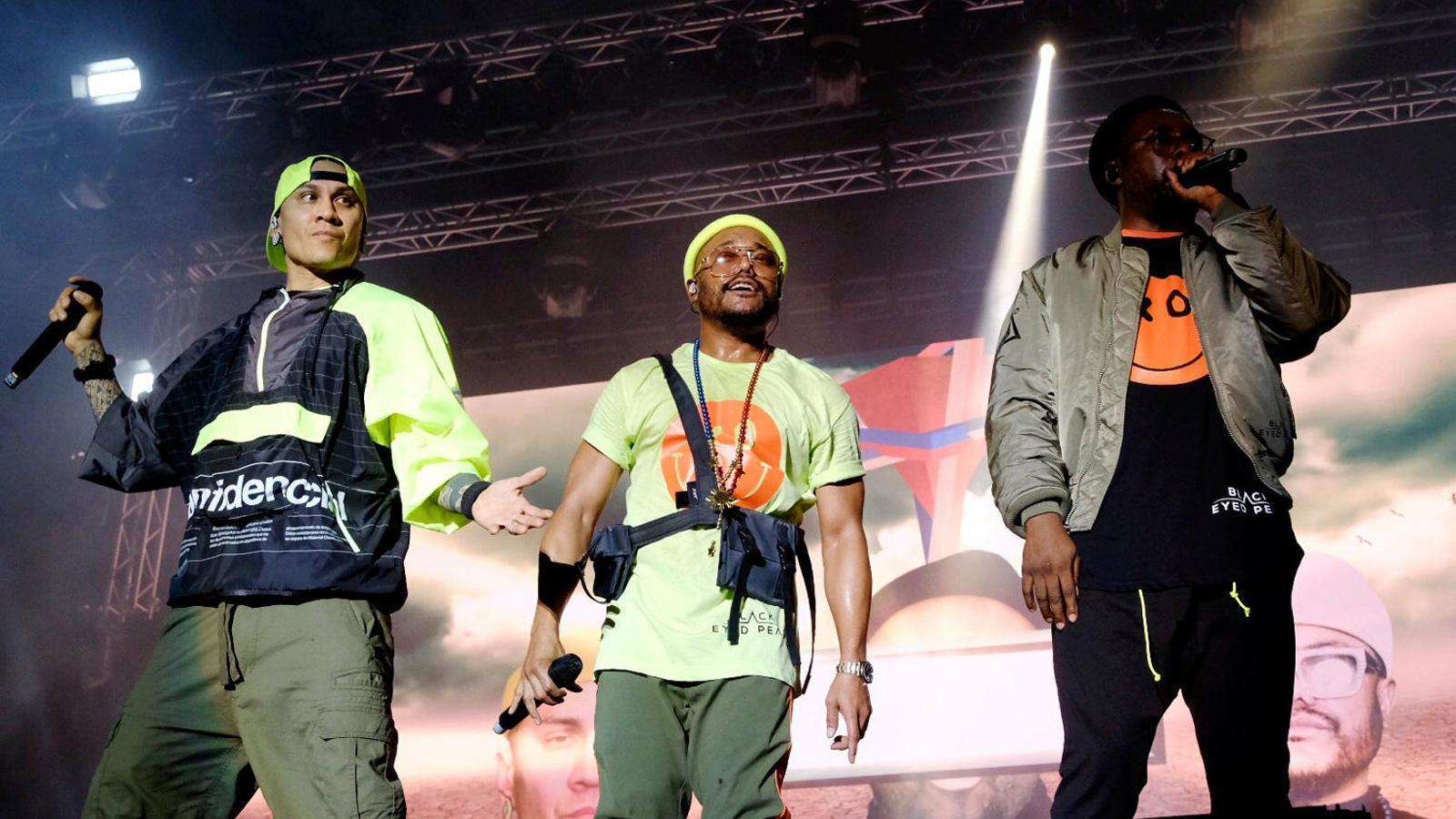 Els tres Black Eyed Peas durant el concert d'ahir al Festival Cruïlla.